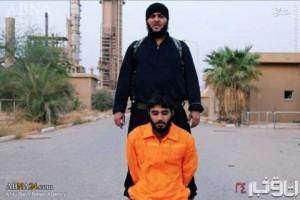 ذبح کردن یک جوان توسط داعش + تصاویر