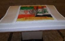 جشن انقلاب در کاظمین با کیک منقش به نام امام حسین(ع) و پرچم های ایران و عراق