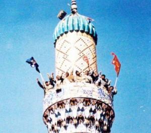 چگونه پرچم امام رضا(ع) به بالاترین مناره مسجدی در خاک عراق رسید
