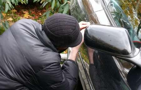 دستگیری سارقان حرفه ای قطعات داخل خودرو در کرمانشاه