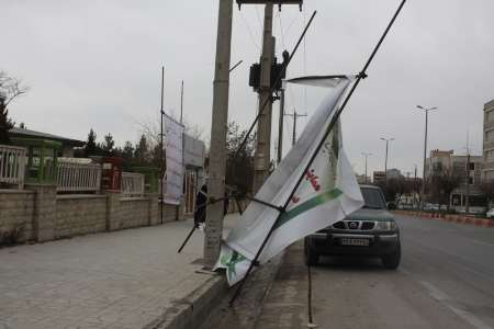 تندباد 50 بنر تبلیغاتی نامزدهای انتخابات مجلس در ایلام را تخریب کرد
