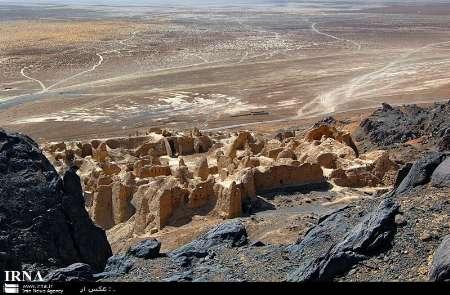 کوه خواجه سیستان در میانه هامون چشم انتظار گردشگران نوروزی