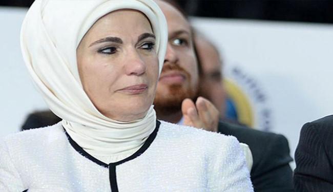 تجلیل همسر اردوغان از حرمسرای سلطان!