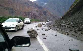 ریزش كوه جاده ایلام - صالح آباد را بست/ رانندگان از جاده قدیم تردد كنند