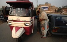 تاکسی زنان در پاکستان+عکس