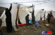 شب های سخت مرزنشینان زلزله زده با نفود سرمای هوا در چادرها