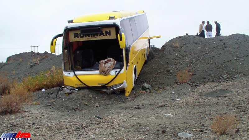 برخورد کشنده با اتوبوس یک کشته و 14 مجروح برجای گذاشت