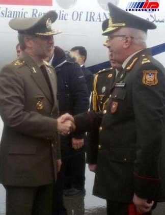 وزیر دفاع کشورمان با وزیر صنایع دفاع جمهوری آذربایجان دیدار کرد