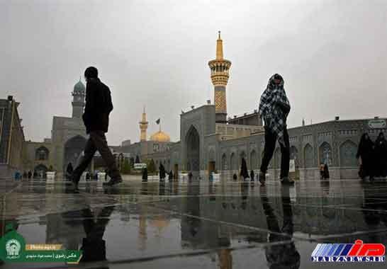 بارش باران در صحن و سرای حرم امام رضا(ع) +عکس