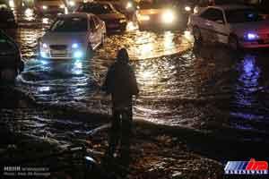 بارش برف و باران شدید در ارومیه و آبگرفتگی معابر