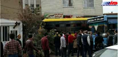 انحراف اتوبوس به پیادهرو در تبریز حادثه آفرید/عکس