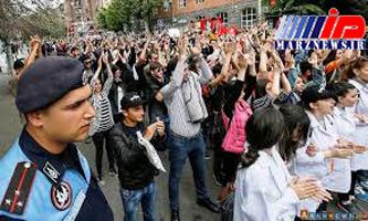 مخالفان دولت ارمنستان خیابان های ایروان را بستند