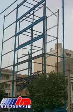 سقوط اسکلت ساختمانی بر اثر طوفان در مشهد