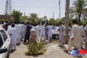 شماری از مردم ایرانشهر در مقابل فرمانداری تجمع کردند