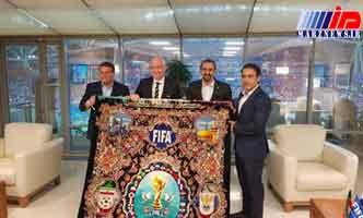 اهدای فرش ویژه جام جهانی به رئیس فیفا