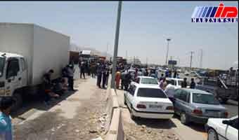 شهروندان وحدتیه دشتستان راه اصلی بوشهر - شیراز را بستند