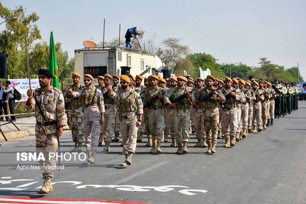 رژه نیروهای مسلح در آبادان برگزار شد
