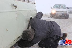 ۳۰ سانتیمتر برف در اردبیل بر زمین نشست