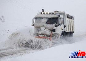 بارش برف راه ارتباطی ۵۵ روستای شیروان را بست