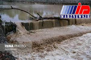 نجات ۱۵ گردشگر عمانی گرفتار در سیلاب بندرچارک