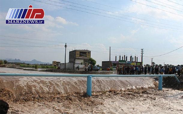 سیلاب چند محور ارتباطی در هرمزگان با مرکز استان را قطع کرد