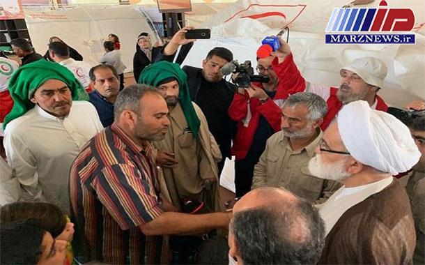 نماینده رهبری درجمعیت هلال احمر با سیل زدگان در اهواز دیدار کرد