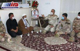 دیدار جانشین فرماندهی مرزبانی ناجا با خانواده شهید رامین سروی در شهرستان مرزی اصلاندوز